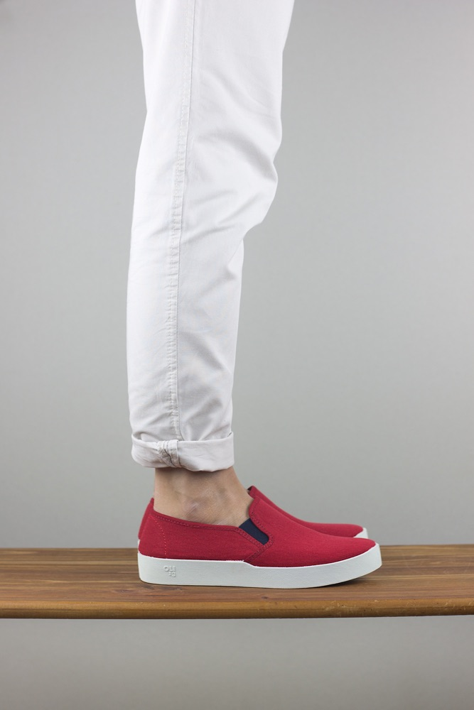 OLI13 slipon red white